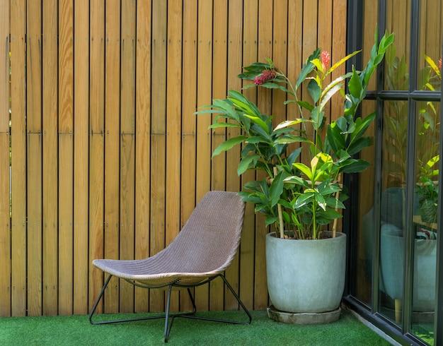 裏庭のリビングコーナーの椅子、家と庭の装飾