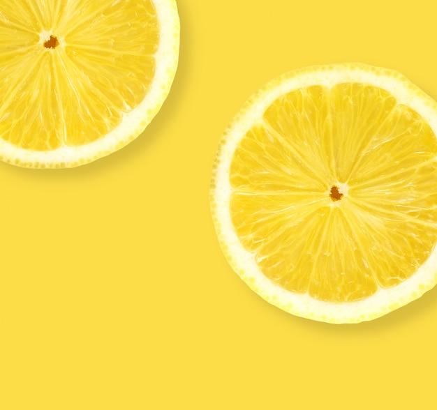 黄色の背景にレモンをレイアウトする
