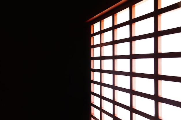 半透明の紙で作られた伝統的な日本のスライドドア