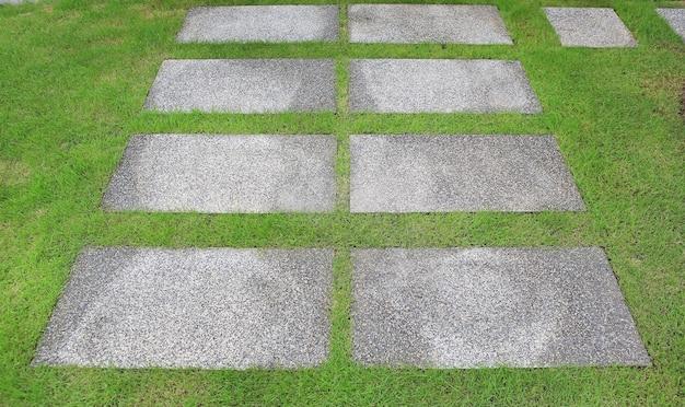Каменный путь в парке