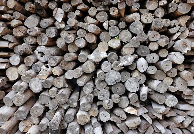 農場の薪のクロスカット木材のテクスチャ