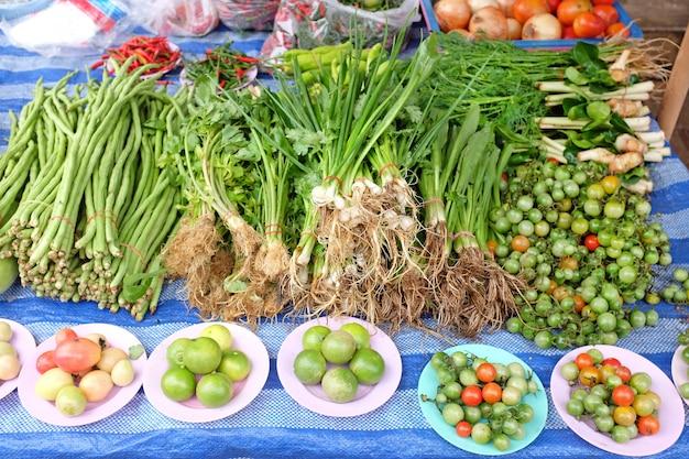 タイ市場での野菜販売