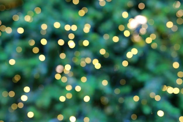 Абстрактный зеленый новогодний фон с боке огни