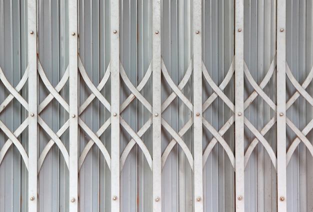 クローズアップの古い金属製のドアの背景