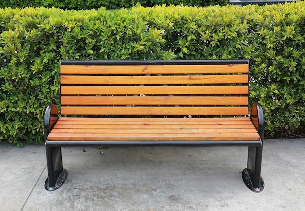公園の木のベンチ