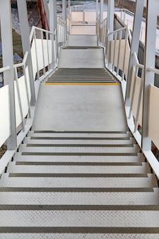 コンクリートの階段街道