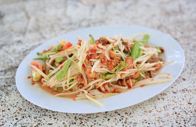 Салат из зеленой папайи