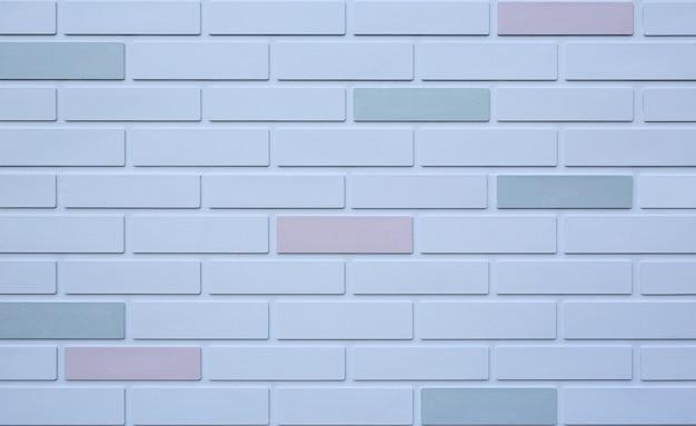いくつかの異なる色で白いレンガの壁の背景。
