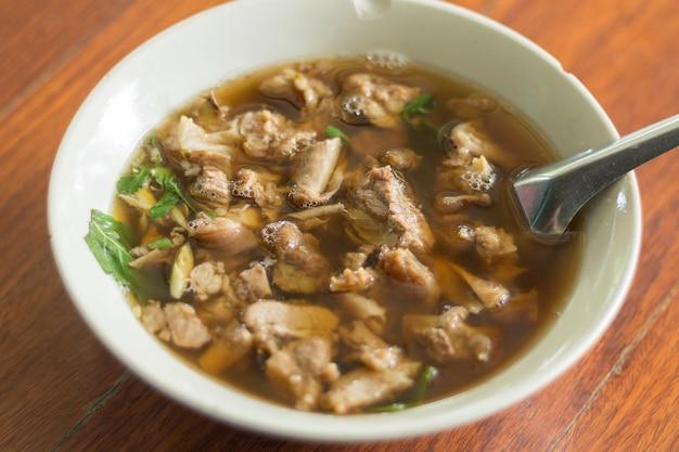 Тайский пряный и кислый суп из говядины