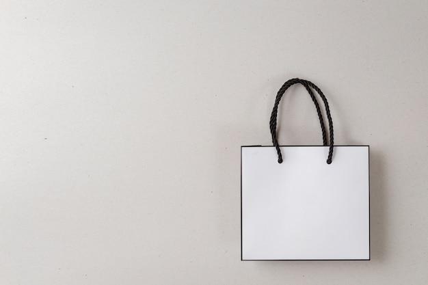 Белый хозяйственная сумка один белый фон и скопировать место для обычного текста или продукта