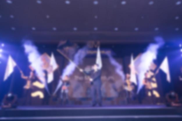 Дисфокус президента размахивает флагом в церемонии награждения тема творческая.