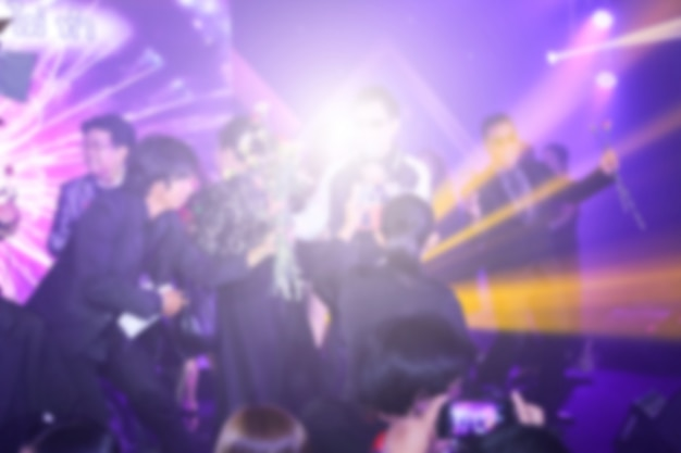Размытый фон концерта или церемонии награждения с освещением в конференц-зале