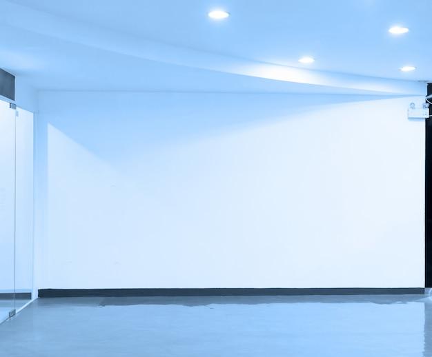 空きスペース(明るい部屋の空の壁)