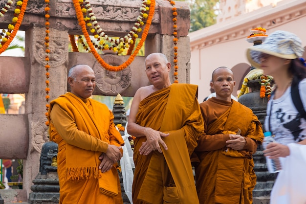 Люди в бодхгайе, а бодхгая является религиозным местом буддизма