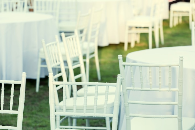 結婚披露宴で屋外テーブル