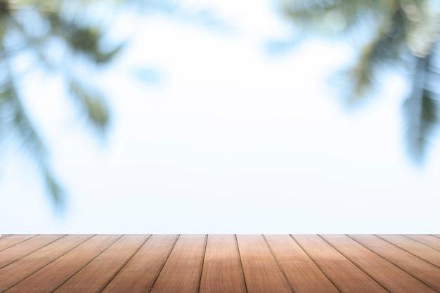 ウィンドウの背景のぼかしと木製のテーブルトップ