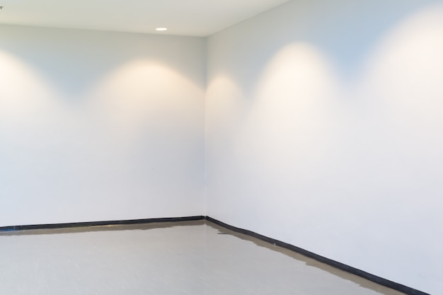 空スペース(明るい部屋の空の壁)
