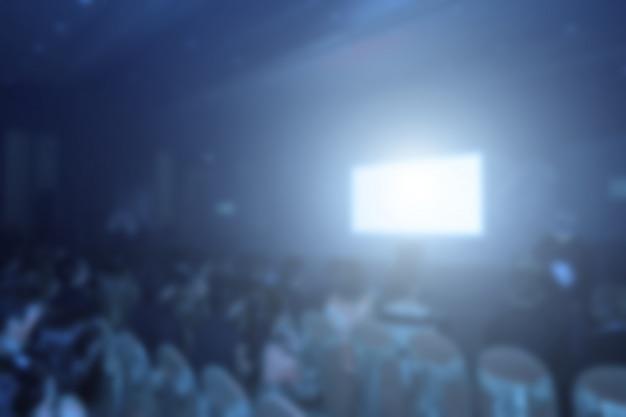 会議場やセミナーでの観客席背面ステージのスピーカー