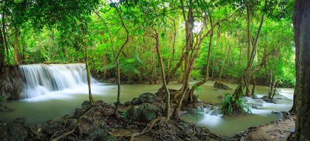 Водопад хуай мэй камин в национальном парке хуян сринагариндра