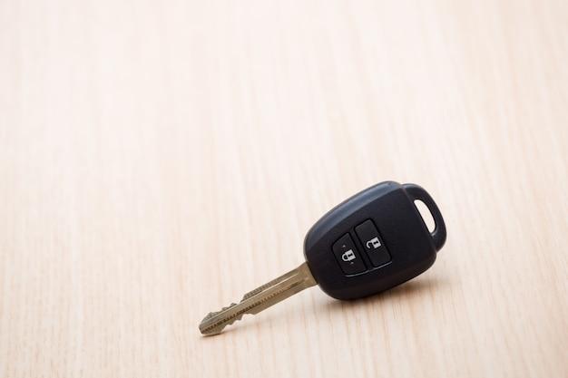 Ключ от машины на столе