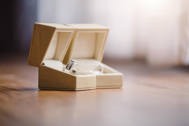 Обручальные кольца в день свадебной церемонии