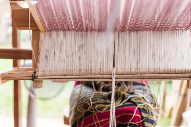 製織、タイ