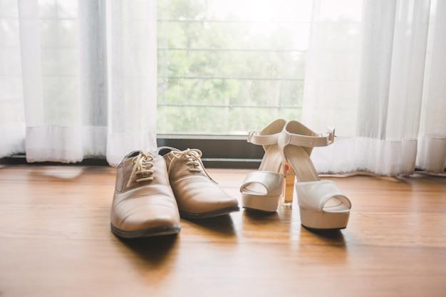 結婚式の男性の結婚式の靴と女性の靴