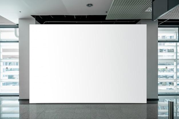Макет пустой рекламный щит белый светодиодный экран по вертикали для рекламы
