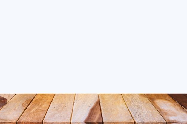 Деревянный стол на белом фоне, используется для отображения продуктов
