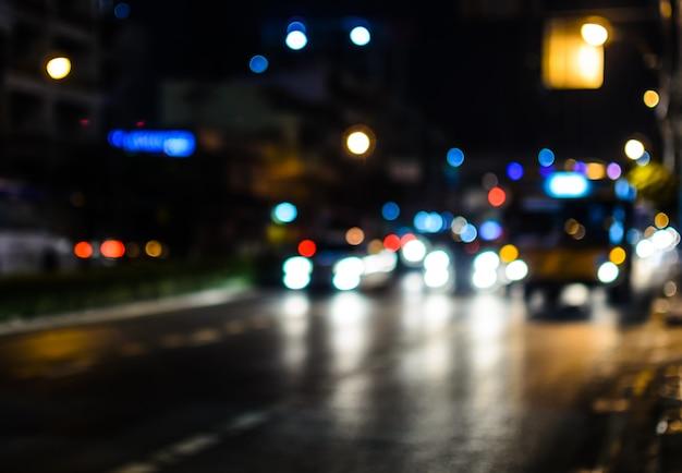 夜の交通渋滞。