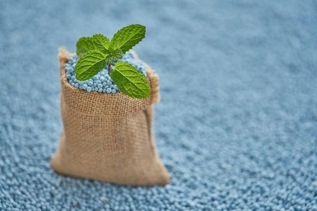 ミント・リートの袋に肥料