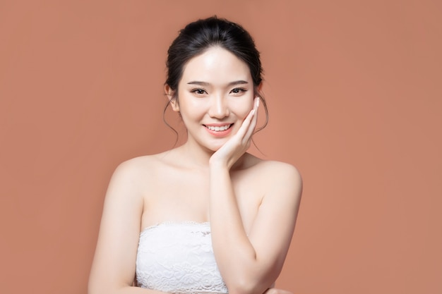 美しい肌のアジア人女性