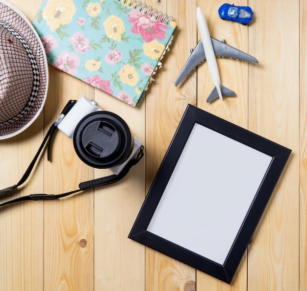 旅行ブログのためのクリッピングパスの空のフォトフレーム。