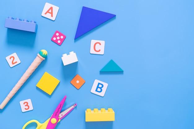 キッド教育用おもちゃと学校のコンセプトのための静止