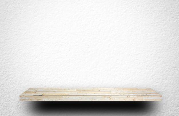 製品の表示のための亀裂コンクリート壁に空の白い棚