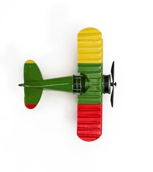 リトアニアの国旗旅行白で隔離される金属のおもちゃの飛行機