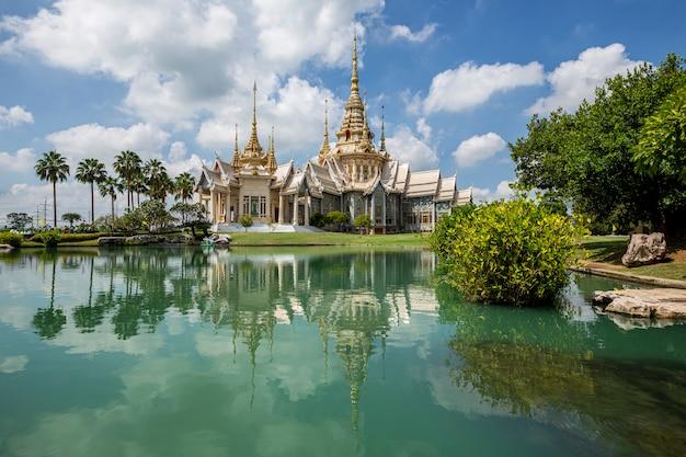 Ват нон кум ориентир храм накхонратчасима, таиланд.