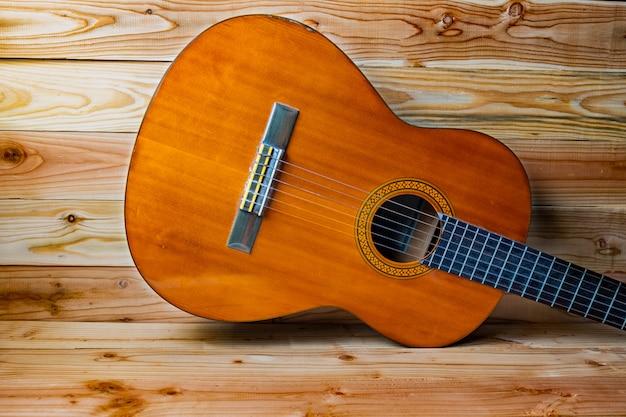 古いクラシックギター