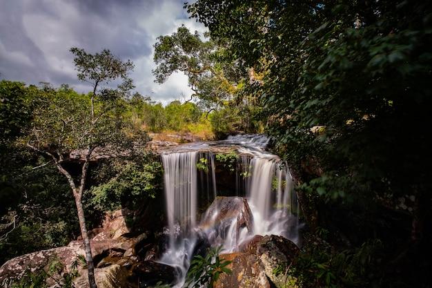 タイの有名な場所(プカドゥエン国立公園のペンポブマイ滝)