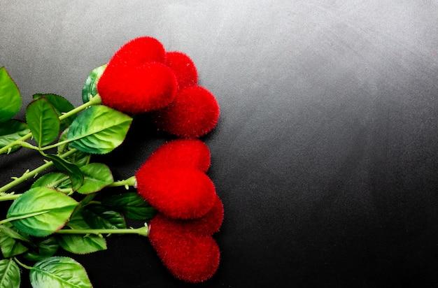 バレンタインデーの背景に赤いハート、コピースペース。