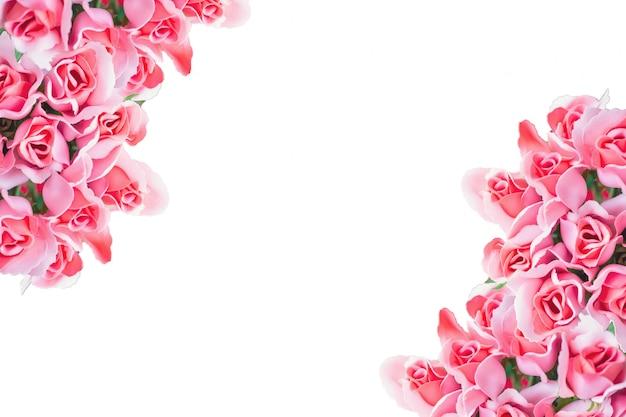 白い背景の上のローズゴールドローズブーケ、花フレームの背景。バレンタインカードの概念。