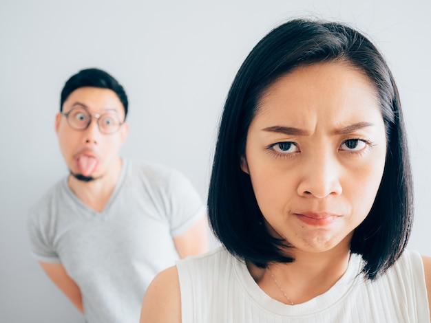 迷惑な妻と面倒なトリッキーな夫。