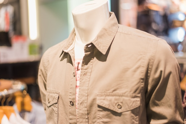 ショップ内のシャツ