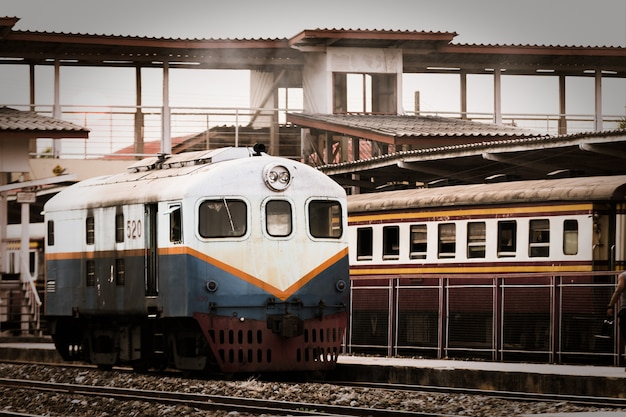 Главный поезд, который бежит по трассе таиланд