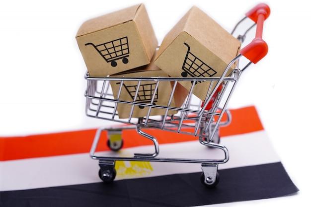 ショッピングカートのロゴとエジプトの旗を持つボックス。
