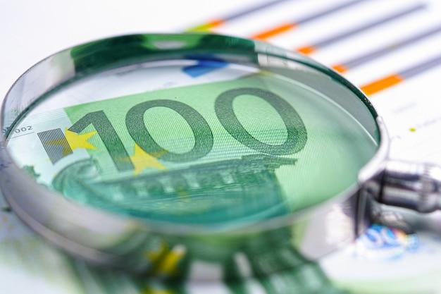 ユーロ紙幣の拡大鏡