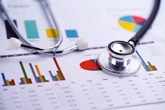 聴診器、チャートとグラフのスプレッドシート用紙、財務、アカウント、統計、投資、分析的研究データ経済スプレッドシートと事業会社の概念。