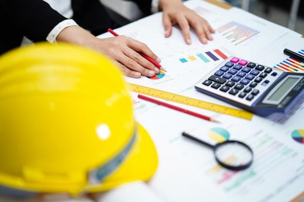 建築家やエンジニアのオフィスでのツールの作業プロジェクト