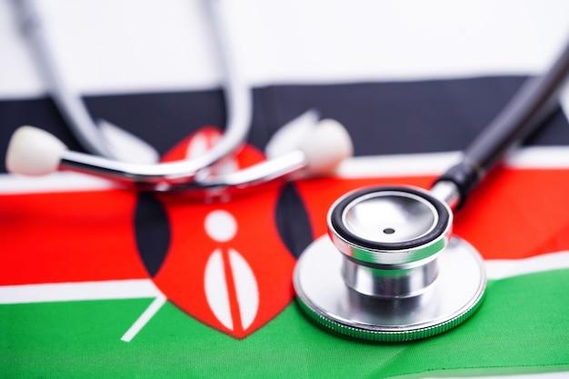 ケニアの旗の背景を持つ聴診器。