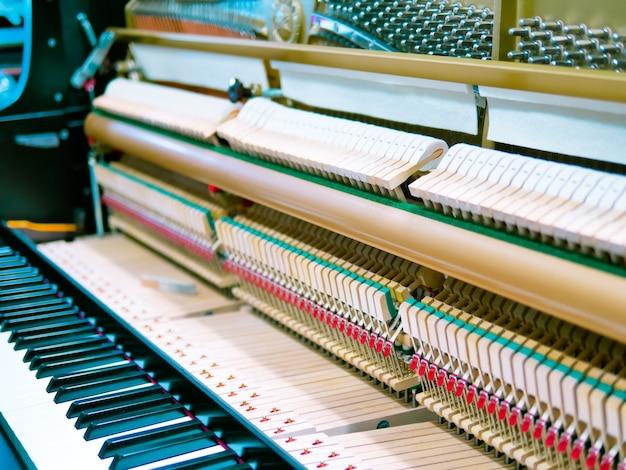 ビンテージ・スタイルで処理されたピアノ・メカニズム